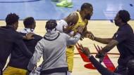 Nach dem Treffer kennt der Jubel um LeBron James keine Grenzen.