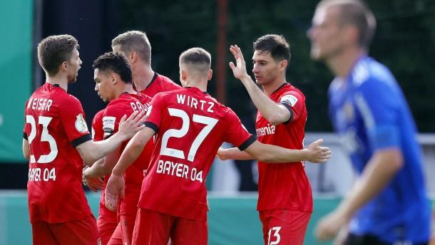 Leverkusen kommt mühelos ins Finale