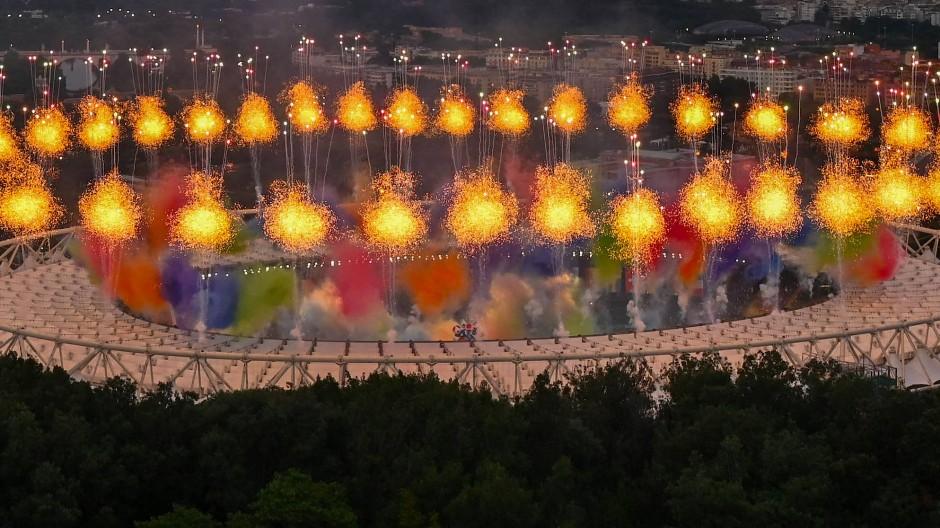 Los geht es: In Rom wurde am Freitagabend die Fußball-EM mit einem Jahr Verspätung eröffnet.