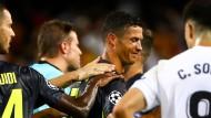 Raus mit Dir: Felix Brych schickt Ronaldo vom Feld.