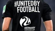 Vereint im Geiste der EM: Am Wochenende warben auch die Schiedsrichter in der Bundesliga für die EM