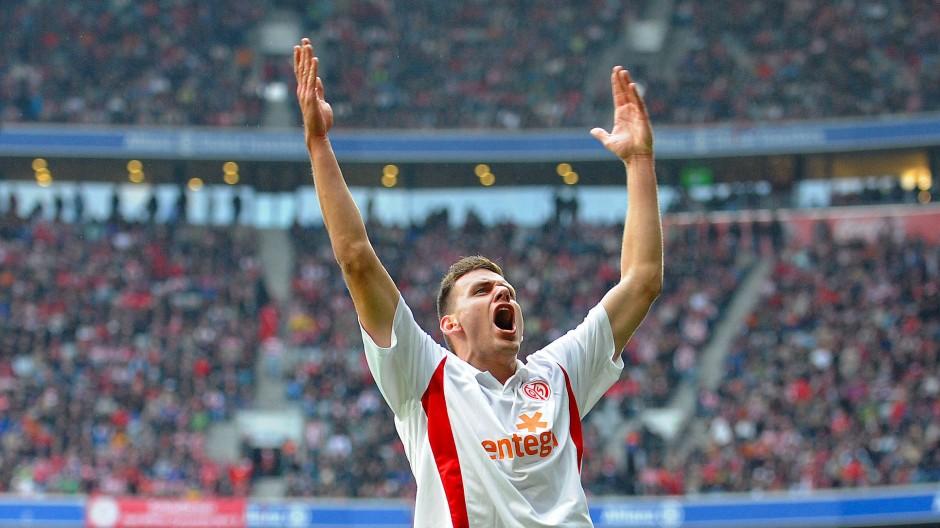 Ein Höhepunkt seines Wirkens für die 05er: Adam Szalai schießt 2010 das Mainzer Siegtor gegen die Bayern in München.