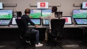 Bundesliga-Spieler wollen umstrittenen Videobeweis behalten