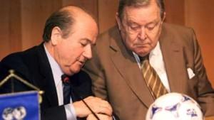 Uefa zwingt Blatter in die Knie