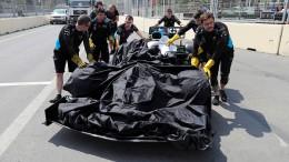 Gullydeckel beschädigt Rennwagen
