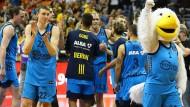 Alba Berlin und das internationale Geschäft: Freude bei den Spielern und dem Maskottchen nach dem Ausgleich gegen Valencia