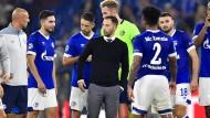 Rücksprache mit der Mannschaft: Domenico Tedesco korrigiert den Kurs von Schalke 04