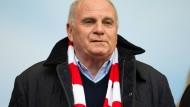 """""""Es kommt darauf an, wie sie spielen"""": Bayern-Präsident Uli Hoeneß."""