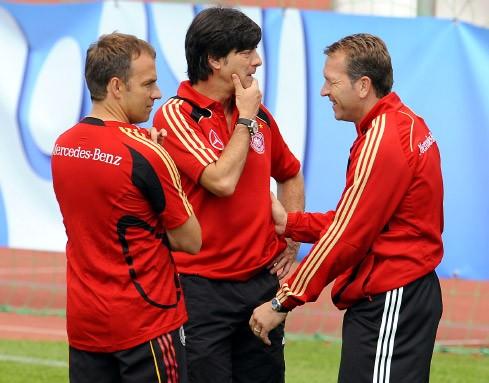 Die wichtigen Drei: Assistenztrainer Flick, Bundestrainer Löw und Torwarttrainer Köpke (v.l.)