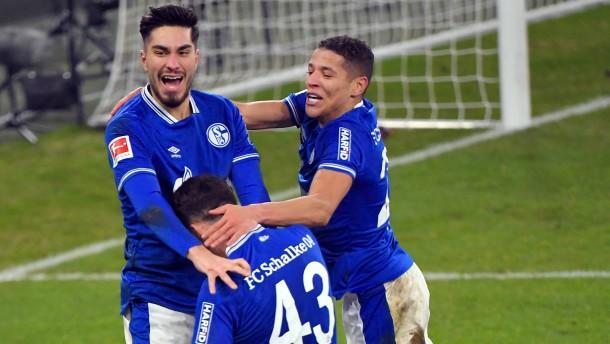 Schalke 04 malocht und siegt sogar wieder