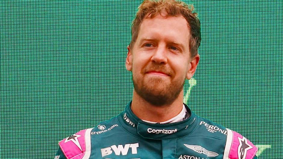 Die Freude von Sebastian Vettel über den zweiten Platz währt nicht lange.