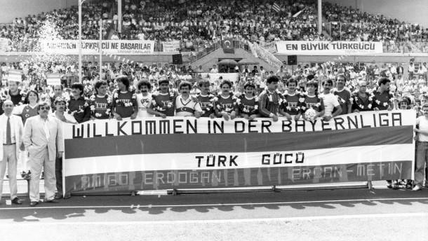 Bayerische Raute neben türkischem Halbmond