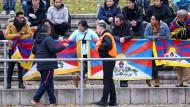 An der Flagge Tibets in Mainz-Mombach stören sich die Chinesen: aber deutsche Gesetze erlauben Meinungsäußerungen.