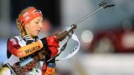 Gut geschossen, gut gelaufen: Franziska Preuß wird mit Silber im Massenstart belohnt