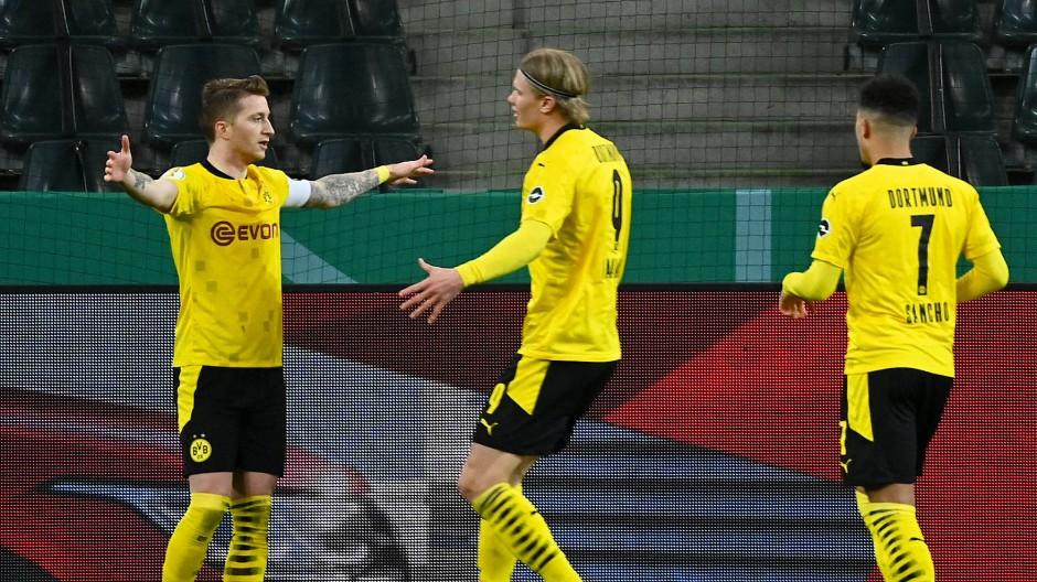 Ein Sieg der Geduld: Reus, Haaland und Sancho feiern den Dortmunder Erfolg.