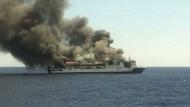 150 Menschen von brennender Fähre gerettet