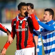 Genug ist genug: Kevin-Prince Boateng verlässt im Trikot des AC Mailand 2013 das Spielfeld.