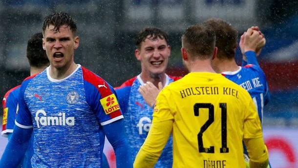 Holstein Kiel hat mindestens Relegation sicher