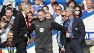 Wenger gegen Mourinho: Der vierte Offizielle Moss trennt die Streithähne