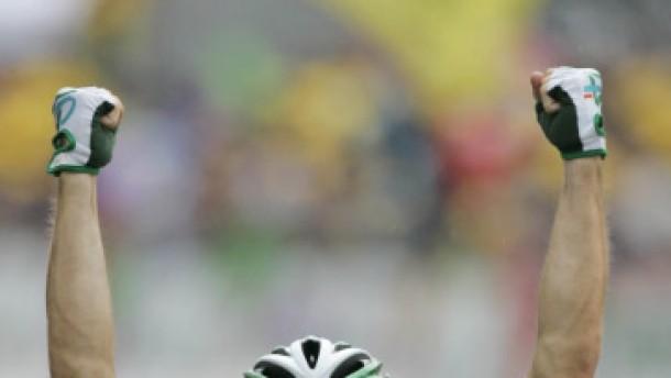 Garrens gewinnt Etappe, Frank Schleck erobert das Gelbe Trikot