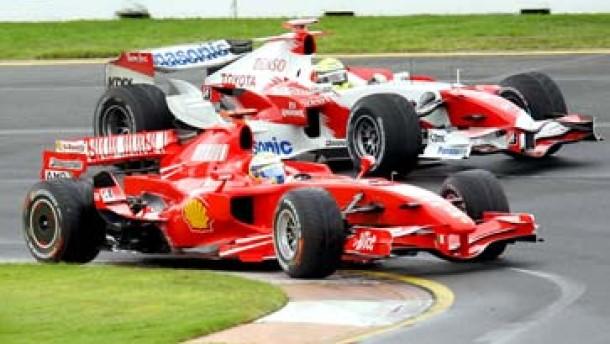 Verblüffende Ähnlichkeit zwischen Toyota und Ferrari