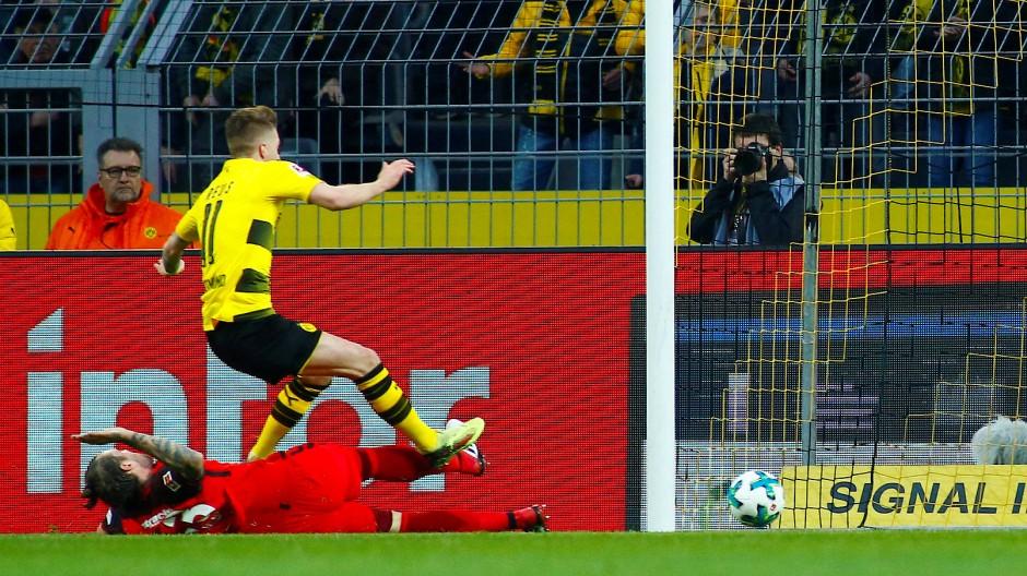 Reus will, Russ will eigentlich nicht: Die Dortmunder Führung durch ein Frankfurter Eigentor