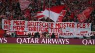 Spannungsfeld: Fans und Geldgeber des deutschen Rekordmeisters am Samstag bei der Partie gegen Freiburg.