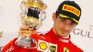 Trauriger Pokalgewinner: Charles Leclerc sah wie der Sieger aus, wurde aber nur Dritter.