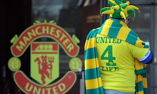 """Farbiger Protest: Die Unterstützer der """"Red Knights"""" tragen gelb und grün als Protest gegen die Glazer-Familie, die ihren traditionell rot gekleideten Klub übernommen hat"""