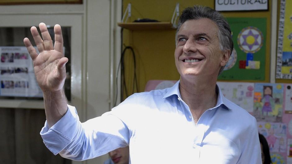 Siegte in der Stichwahl: Mauricio Macri bei seiner Stimmabgabe am Sonntagmorgen in Buenos Aires