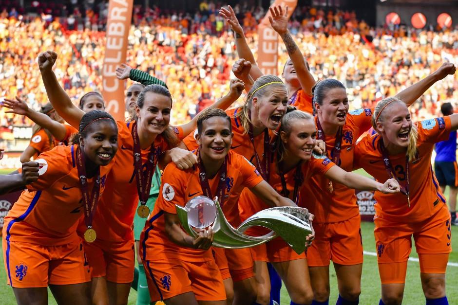 So sehen Siegerinnen aus: Die Niederlande holen den EM-Titel.