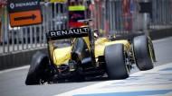 Der Renault von Kevin Magnussen kam deutlich beschädigt zurück in die Box.
