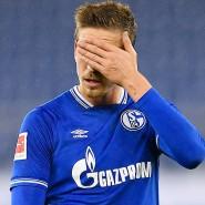 Es kriselt nicht nur auf dem Feld beim FC Schalke (hier Bastian Oczipka): Der Verein blickt ungewissen Zeiten entgegen.