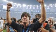 Der WM-Titel von Rio 2014 soll nicht das Ende sein: Joachim Löw bleibt Bundestrainer bis mindestens 2018