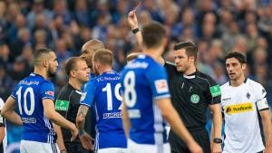 Schalke holt Punkt in Unterzahl
