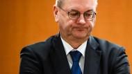 DFB-Präsident Reinhard Grindel tritt von seinem Amt zurück.