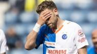 Eine Saison zum Vergessen: Die Grasshopper Zürich um Yoric Ravet müssen den Gang in die zweite Liga antreten.