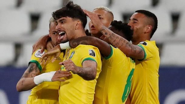 Brasilien und Peru zittern sich ins Halbfinale