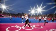 Schrumpfen für Olympia? Beim Olympiasieg der Deutschen 2012 gab es noch elf Spieler auf dem Platz
