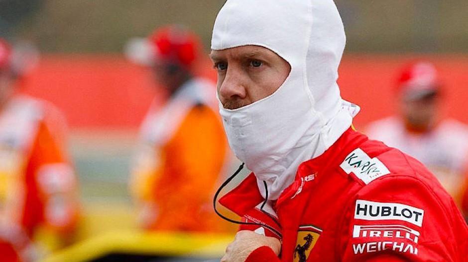 Er war auch mal jung: Sebastian Vettel muss sich des Angriffs der Twens erwehren.