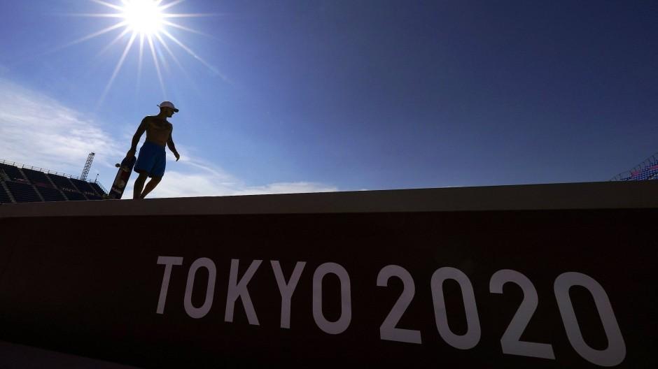 Die Sonne scheint, die Olympischen Spiele in Tokio beginnen mit einem Jahr Verspätung.