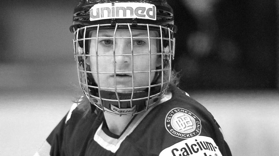 Eine der besten deutschen Eishockey-Spielerinnen: Sophie Kratzer ist mit 30 Jahren verstorben.
