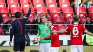 Doppelgeschenk: Der Mainzer Torhüter Loris Karius beschert Hertha BSC Berlin einen Elfmeter und Überzahl