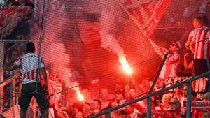 Massenschlägerei zwischen Hunderten Fußball-Fans