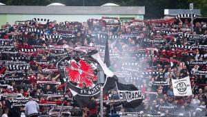 Frankfurter Fan außer Lebensgefahr