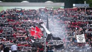 Zahlreiche Fans begleiteten Eintracht Frankfurt nach Siegen zum Pokalspiel.