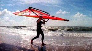 Windsurfen vor Sylt: Mächtige Wogen