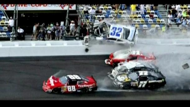 Bei dem Unfall waren 10 Wagen während des 500 Meilen-Rennens in Daytona ineinander gekracht.
