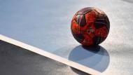 Ball im Aus: Tschechien kann nicht bei der Handball-WM mitspielen