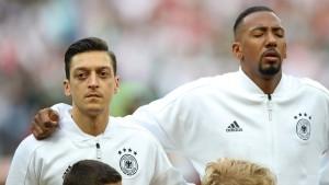 """""""Das geht nicht"""": Boateng stellt sich vor Özil"""